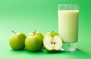 وجبات اكل دايت للعشاء تفاح مع الحليب خالي الدسم