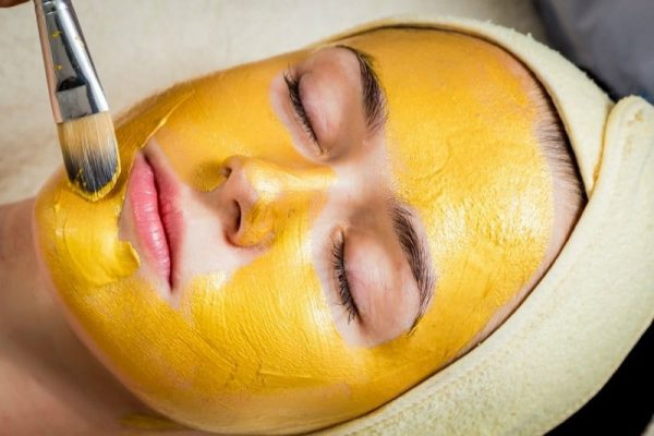 Turmeric and milk firming mask
